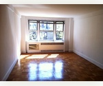XXL Studio in Doorman/Elevator Buidling on E 86th St - prime location! Laundry in the building.